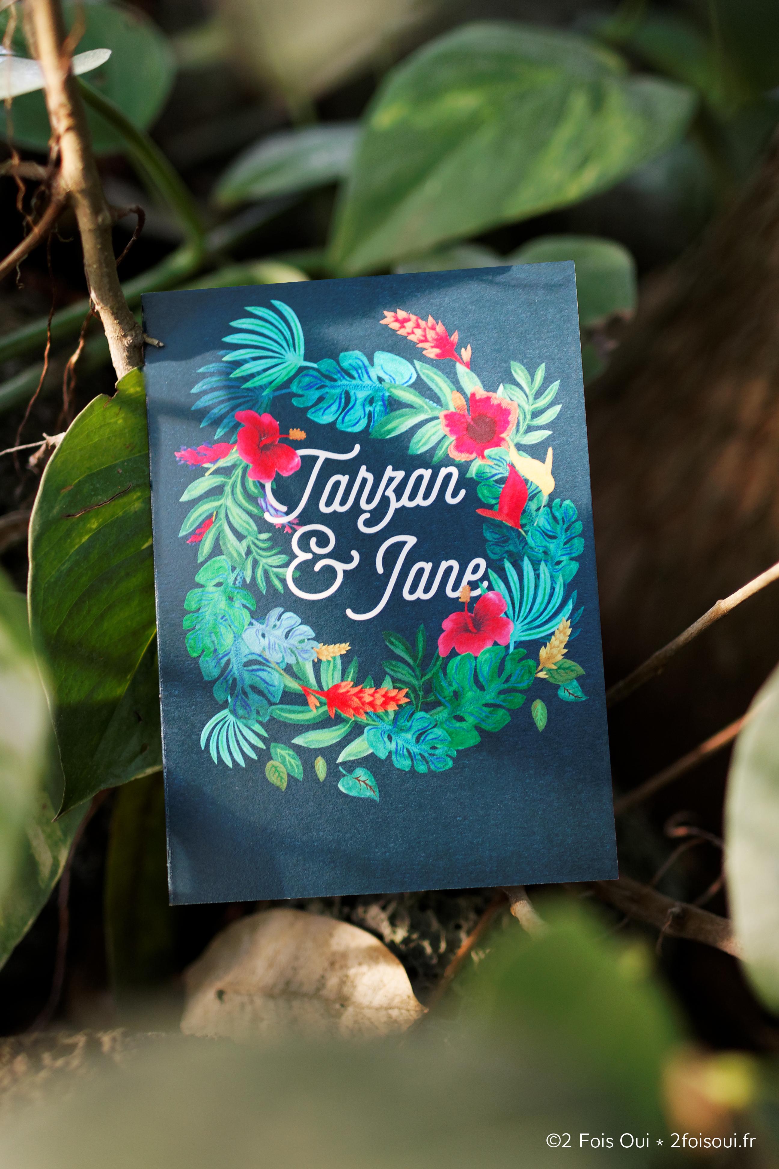 Faire-part Tarzan et Jane motif tropical avec couronne de fleurs et hibiscus